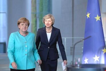 Il consiglio Ue vota sul rinvio per la Brexit