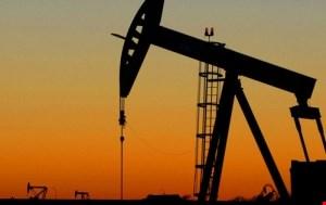 Petrolio, possibile fiammata dei prezzi a 80 dollari. Ma non sarà duratura